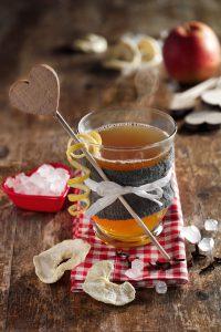 Apfel-Tee-Punsch sorgt in der kalten Jahreszeit für Gemütlichkeit zu Hause. Foto: djd/Diamant/TLC allgemein
