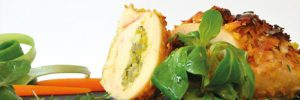 Hähnchenbrust mit Kokoschips-Brokkolifarce an Curry Sauce